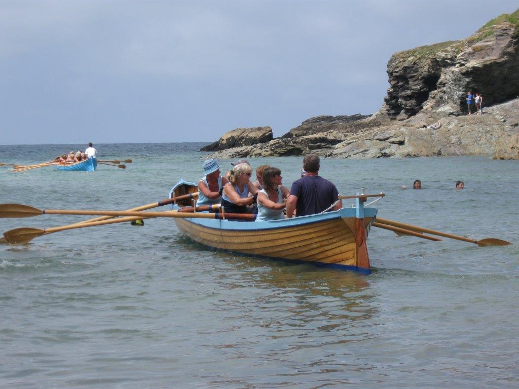 Gig-rowing-at-Port-Gaverne
