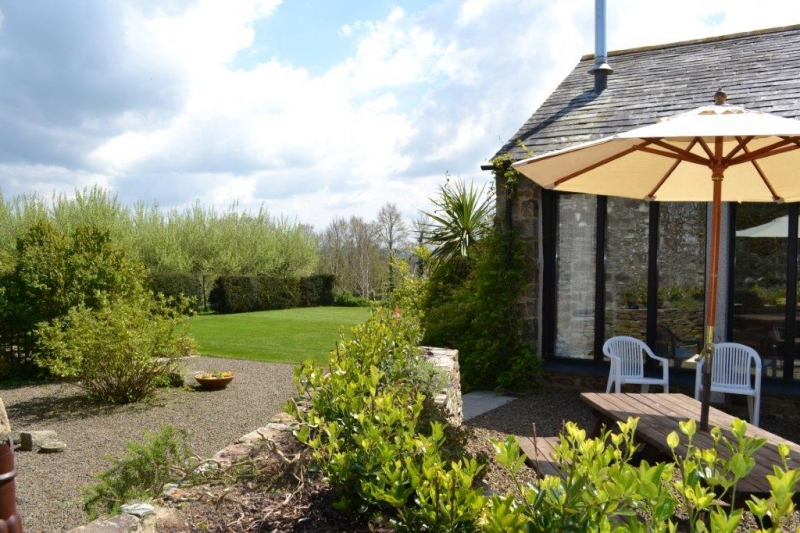 Holiday Cottage with gardens in North Cornwall