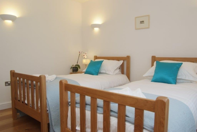 Orchard Barns sleeps 6 plus a cot in Cornwall