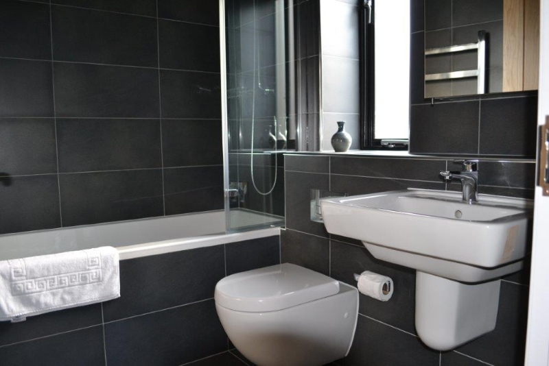 Luxury ensuite bathrooms St Kew Holiday Cottages