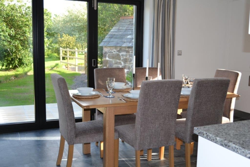 Orchard Barn Dining Area, St Kew Holiday Cottages Cornwall