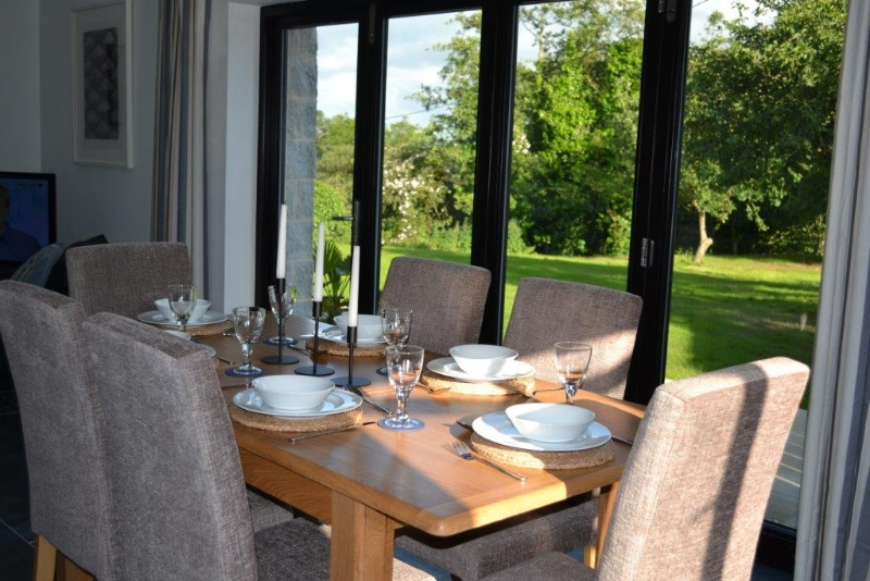 Holiday cottages in Cornwall with views of the countryside